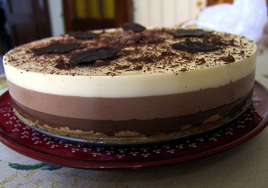 Tarta Tres Chocolates decorada con Cacao