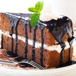 pastel de chocolate con crema de vainilla