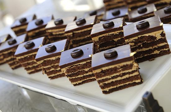 pastel de chocolate y café