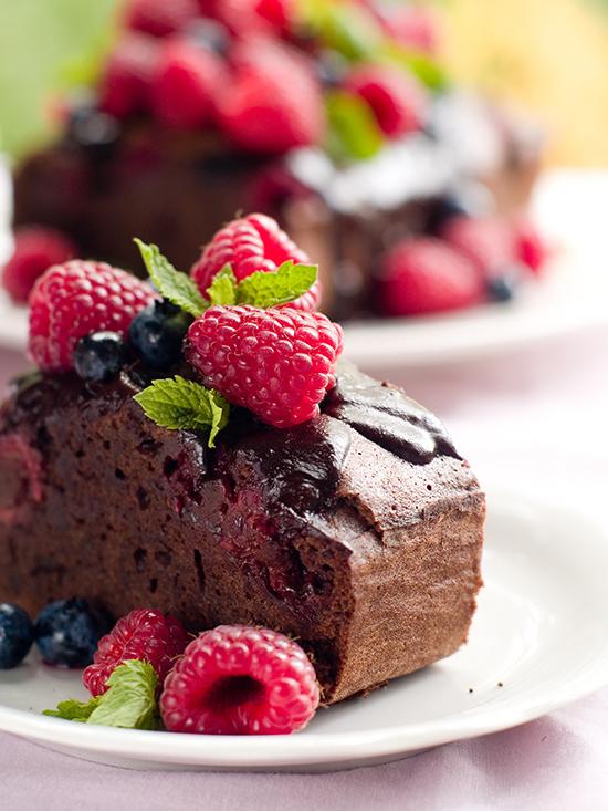 bizcocho de chocolate relleno de frambuesas